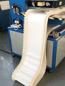 小型食品级爬坡皮带输送机